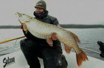 Martin Petersson med en gädda på 15, 85 kg & 124 cm.