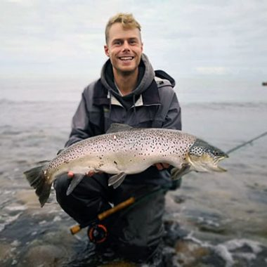 Linus Aller Steel with a sea trout 76 cm and 5500 gram.