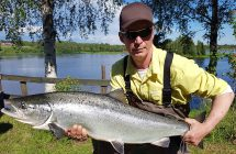 Jan Johansson with a salmon on 8,9 kg caught in Kalix.