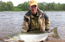 Jan Johansson with a salmon on 18 kg as he took the tube fly in Kalix.